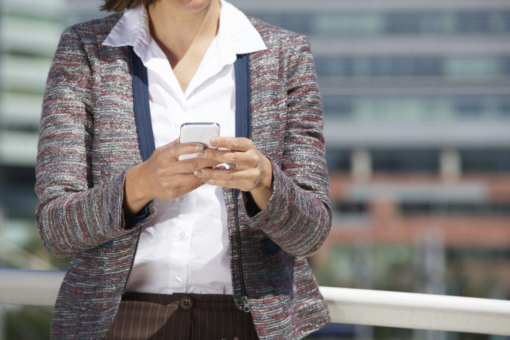 office woman with phone